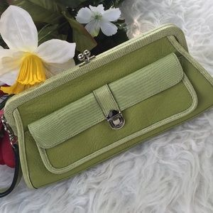 🌺 Gorgeous 💯 leather clutch 🌺